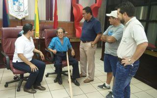 Don Lalo, premio Nacional Cultura Popular, don Luis Fernando Mendoza Alcaldesa Cañas y Vera Vargas Gestora Cultural de la DC-MCJ, antes del Tertulia de Portadores de Tradición